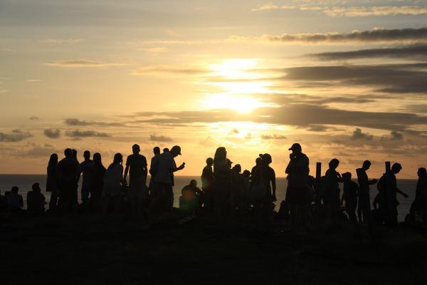 Todo mundo esperando o espetáculo do Sol no Mirante do Boldró