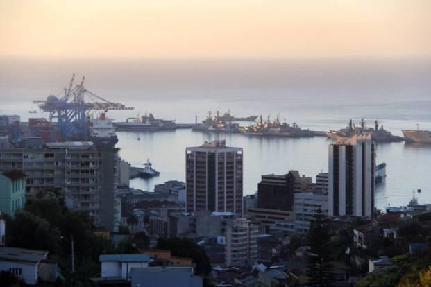Porto de Valparaíso no entardecer