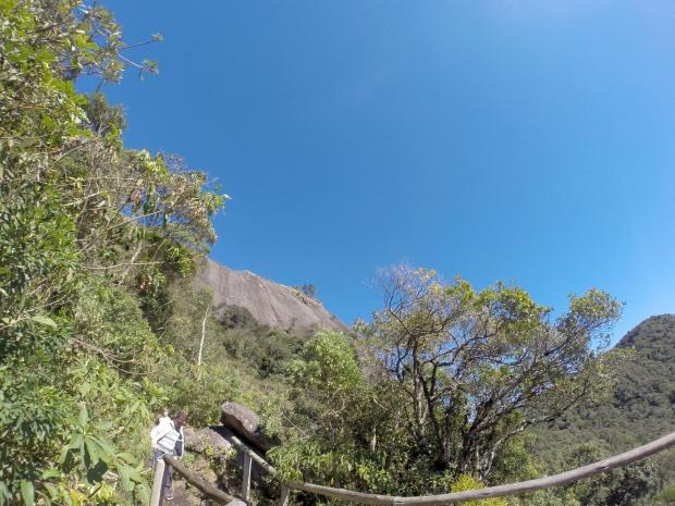 A Pedra Redonda vista do mirante (sim, é pra lá que a gente vai!) ;-)