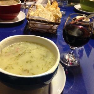 Sopa e vinho no Só Sopas