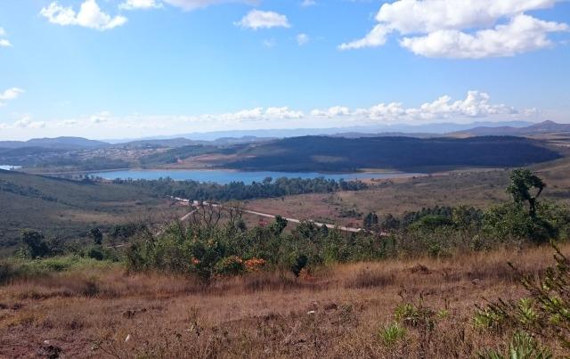 O outro lado da Serra, com a vista para a rodovia que leva para Ouro Preto
