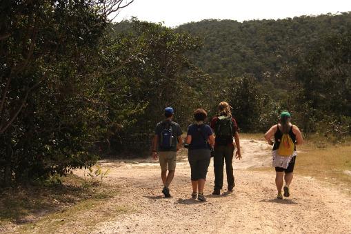Início da caminhada para a cachoeira de Santa Bárbara