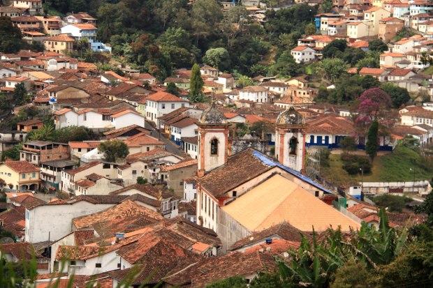 Centro Histórico visto do alto, com o fundo da Igreja Matriz de Nossa Senhora da Conceição de Antônio Dias (fechada para restauração)