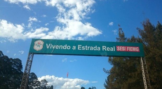 Entrando na Estrada Real, depois de alguns quilômetros do Topo do Mundo