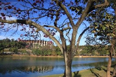 Lagoa da Pampulha com Mineirinho ao fundo, Belo Horizonte