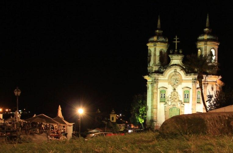 Igreja de São Francisco de Assis à noite