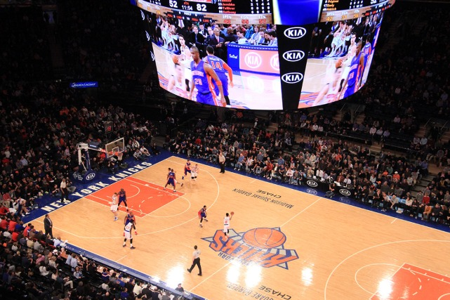 Madison Square Garden com New York Knicks em quadra