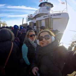 Na terrível fila para entrar no ferry rumo à Estátua, depois de umas 3 horas de espera