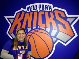 Na entrada do Madison Square Garden para o jogo dos Knicks