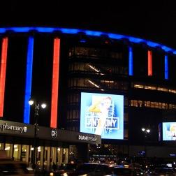 Madison iluminado em dia de jogo dos Knicks
