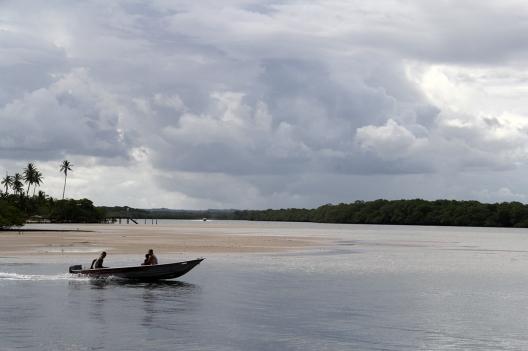Encontro do Rio do Inferno com o mar na Boca da Barra