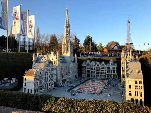 Grand Place em agosto, com o tapete de flores, na Mini Europe